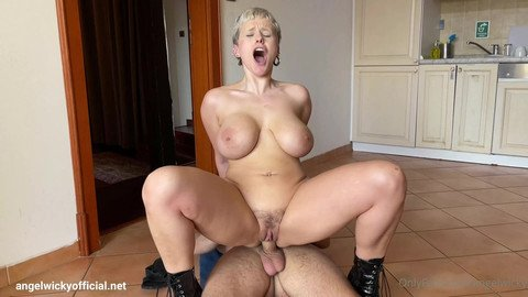 Sex Tape with a very hot big tits Milf.
